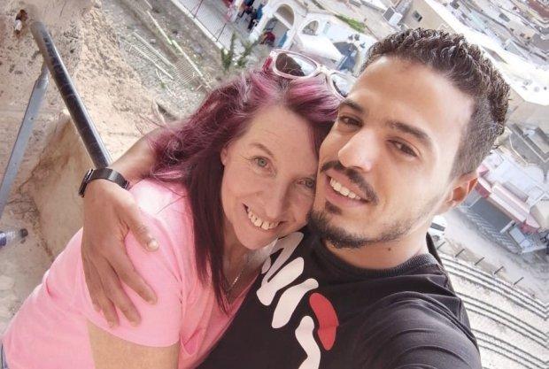 Người phụ nữ 62 tuổi kết hôn với chàng trai 26
