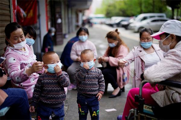 Hội Nhi khoa Nhật: Đeo khẩu trang cho trẻ dưới 2 tuổi rất nguy hiểm