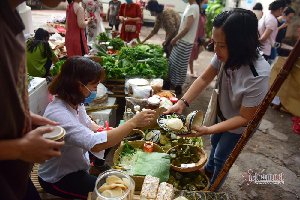 Chợ quê giữa phố Sài Gòn