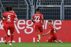 Đánh gục Dortmund, Bayern tiệm cận ngôi vương