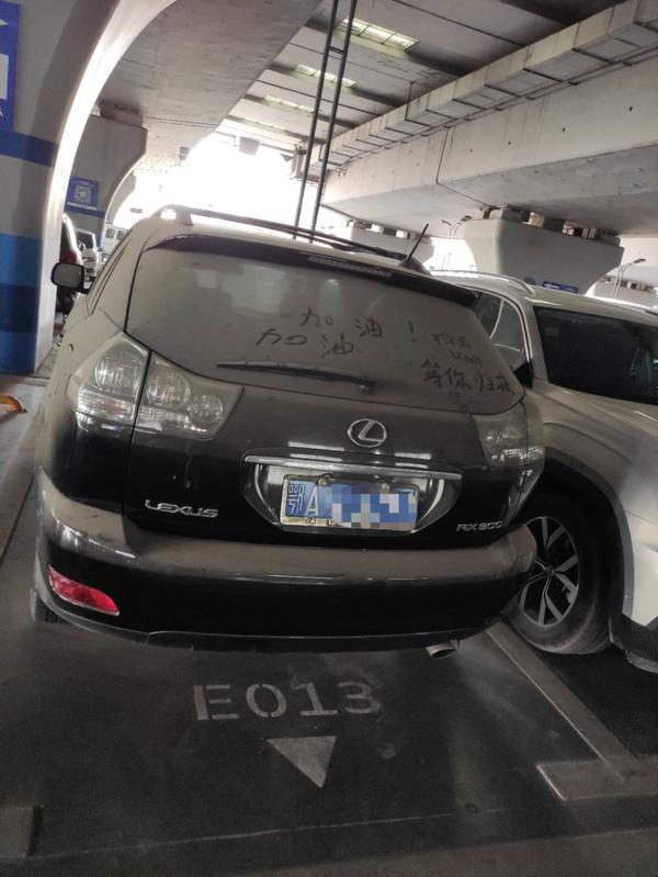 'Bỏ quên' Lexus RX 4 tháng, phí gửi xe lên tới hơn 16 triệu đồng