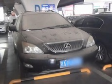 """""""Bỏ quên"""" Lexus RX 4 tháng, phí gửi xe lên tới hơn 16 triệu đồng"""