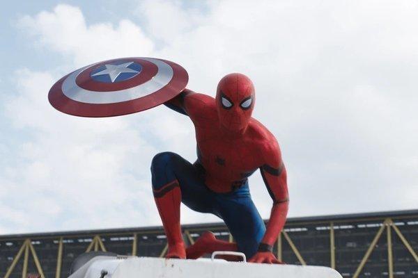 Muốn trở thành siêu anh hùng, ba anh em để nhện độc cắn