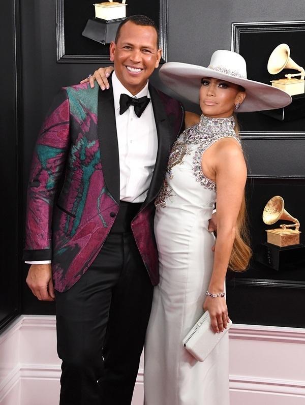 Những bộ cánh thời trang hút mắt của Jennifer Lopez