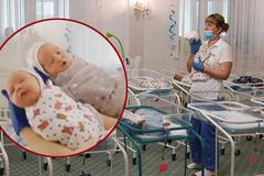 Những em bé sơ sinh mắc kẹt nơi xa lạ, không cha mẹ bên cạnh vì Covid-19