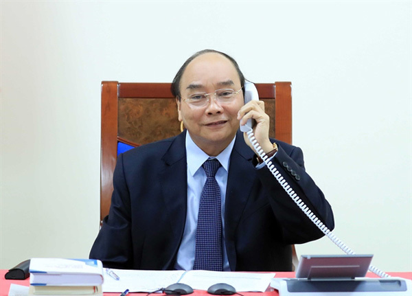 Prime Minister Nguyen Xuan Phuc,President of the Philippines,hold phone talks