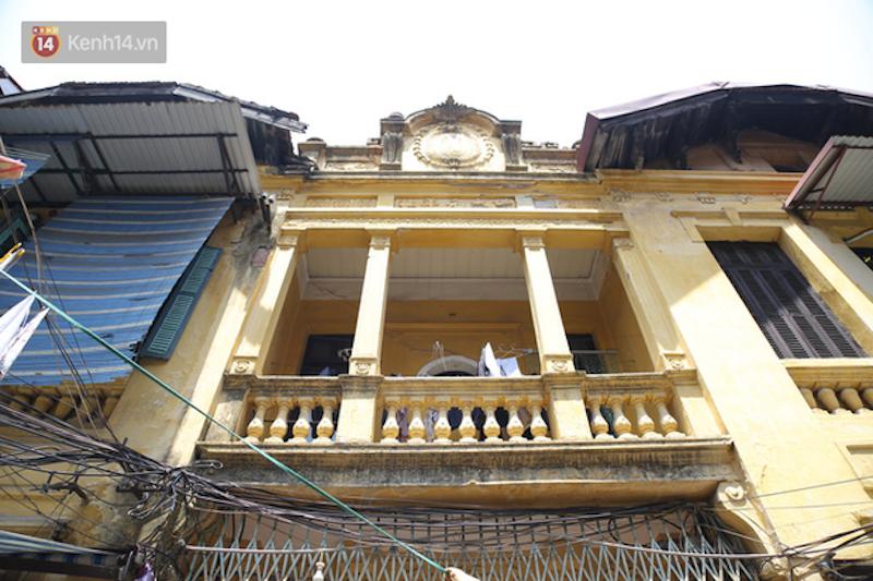 Exploring ancient mansion of unique architecture in Hanoi