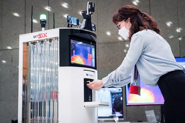 Hàn Quốc giới thiệu Robot 5G giúp chống lại Covid-19