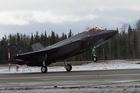 Màn cất cánh đứng tim của chiến đấu cơ tàng hình F-35