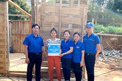 VNPT Lai Châu tặng quà hỗ trợ các gia đình gặp thiên tai