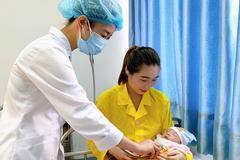 Bé 4 ngày tuổi ở Bắc Giang nguy kịch, phải thay toàn bộ máu
