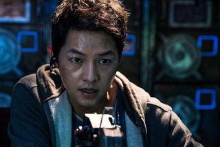Phim mới của Song Joong Ki lận đận hoãn quay vì an toàn của diễn viên