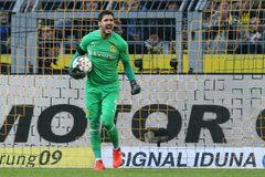 Chelsea gây sốc chiêu mộ thủ môn số 1 Dortmund