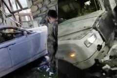 Rolls-Royce Phantom vỡ đầu sau cú đâm sập tường nhà dân