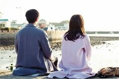 Mới ly hôn 1 tuần, chồng cũ đã có người phụ nữ khác bên cạnh