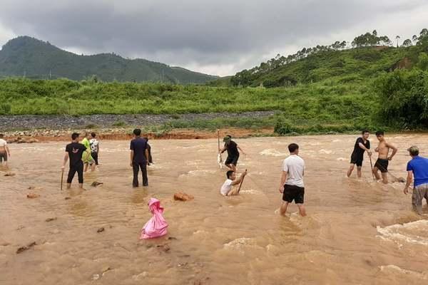 Vỡ đập Đầm Thìn ở Phú Thọ, nhiều hộ dân sơ tán khẩn cấp