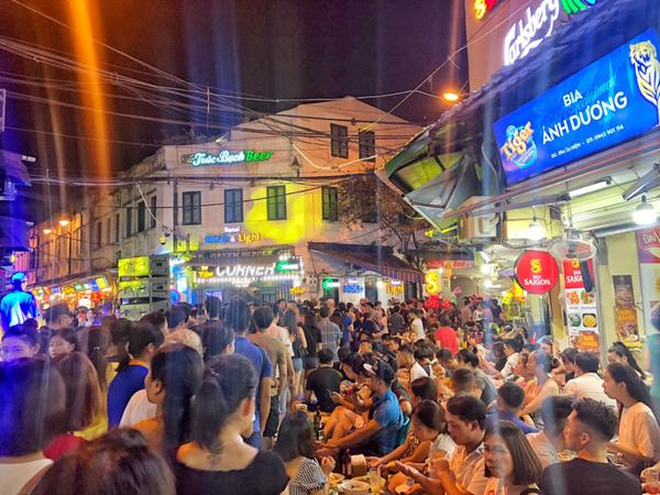 Giới trẻ Bắc Trung Nam rộn ràng bia ngon miễn phí