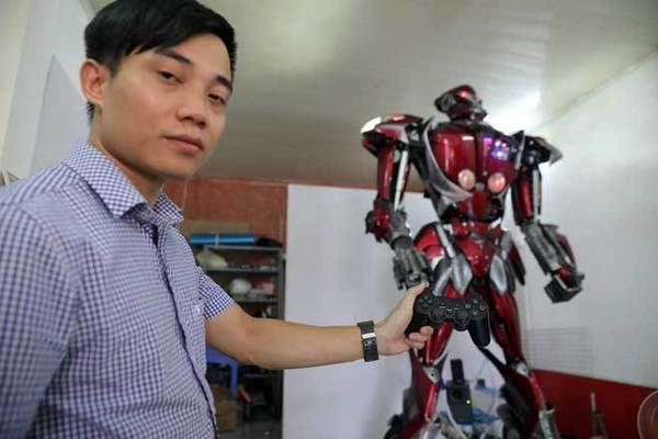 Robots made of scrap inspire VN young people to protect environment