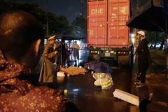 Tông vào xe container, nam bảo vệ tử vong trên đường đi làm