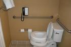 Lý do khách sạn gắn điện thoại trong nhà vệ sinh khiến bạn giật mình