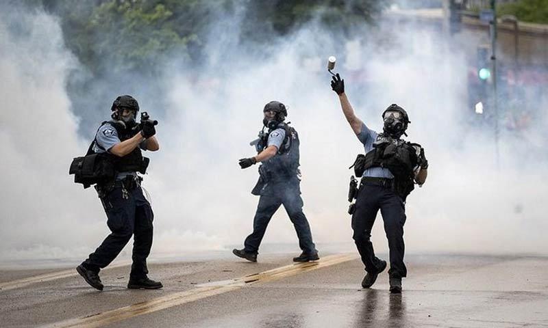 Thành phố Mỹ biến thành 'chiến địa', đốt phá cướp bóc hoành hành