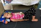 """Bé gái 7 tuổi ung thư võng mạc: """"Con muốn lớn nhanh giúp mẹ trả nợ!"""""""
