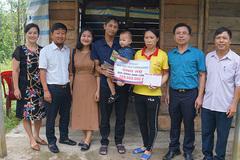 Cha con anh Lê Khắc Long nhận 1 tỷ đồng bạn đọc ủng hộ