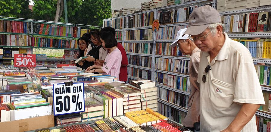 Đề xuất quản lý chặt xuất bản phẩm nhập khẩu, rút ngắn thời gian cấp phép