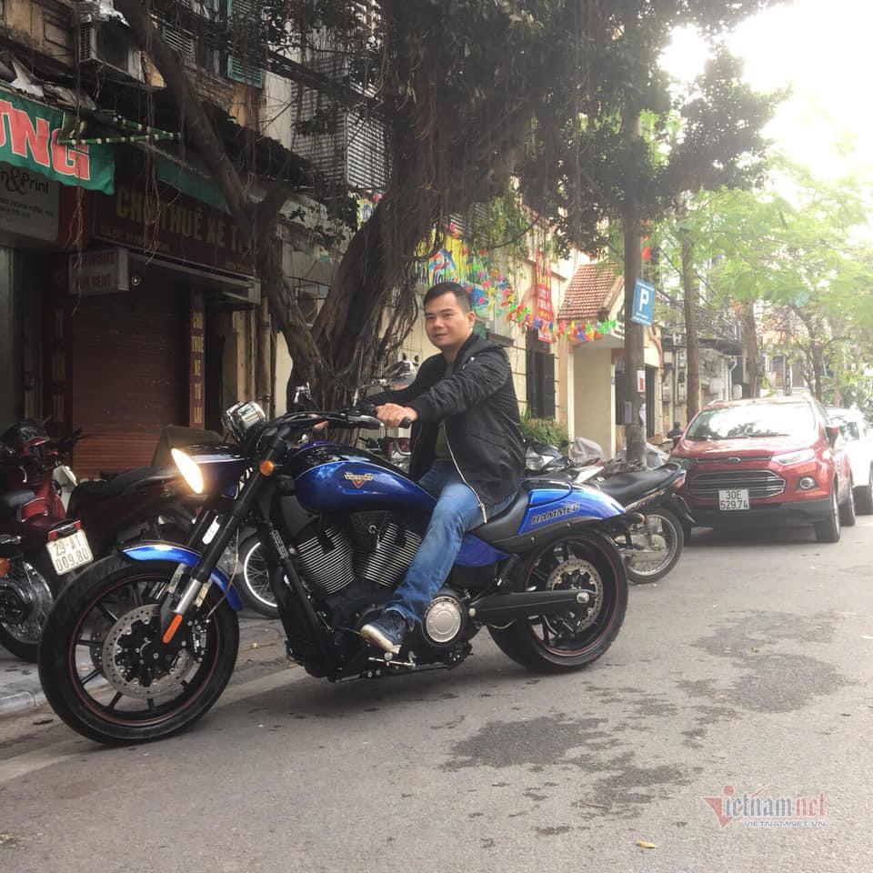 Ngưỡng mộ gia tài xe máy cổ của 'đại gia' Tú xiếc mô tô