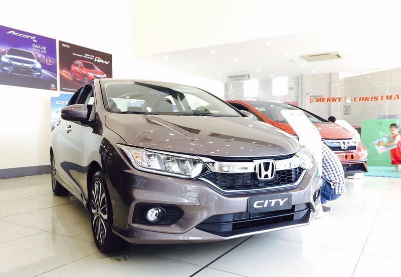 Giá xe ô tô tuần qua: Thêm mẫu xe giảm sốc 180 triệu