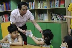 """VietNamNet """"Trao gửi yêu thương"""" đến gần 500 bệnh nhi nhân dịp 1/6"""