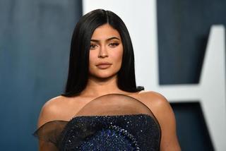 Ngôi sao 23 tuổi Kylie Jenner bị tước danh hiệu tỷ phú vì gian dối