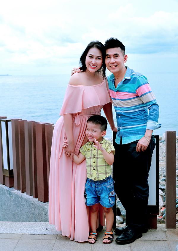 Phi Thanh Vân cùng con trai vui vẻ bên Đoan Trường