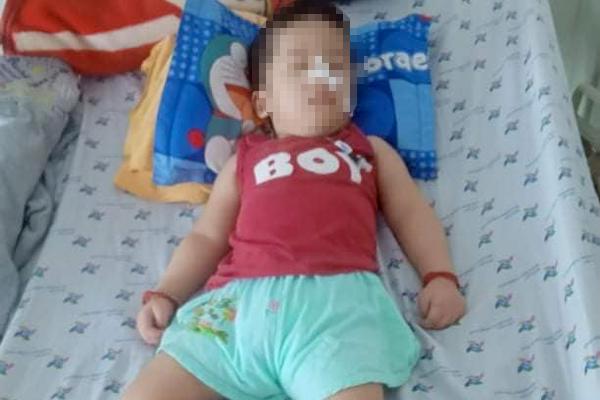 Bé 21 tháng bị bại não vì hóc trà sữa, cách cứu con trong 4 phút