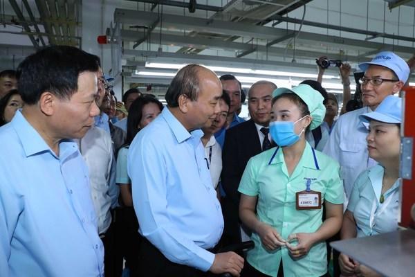 Thủ tướng thăm hỏi, động viên công nhân, người lao động ở Bắc Ninh