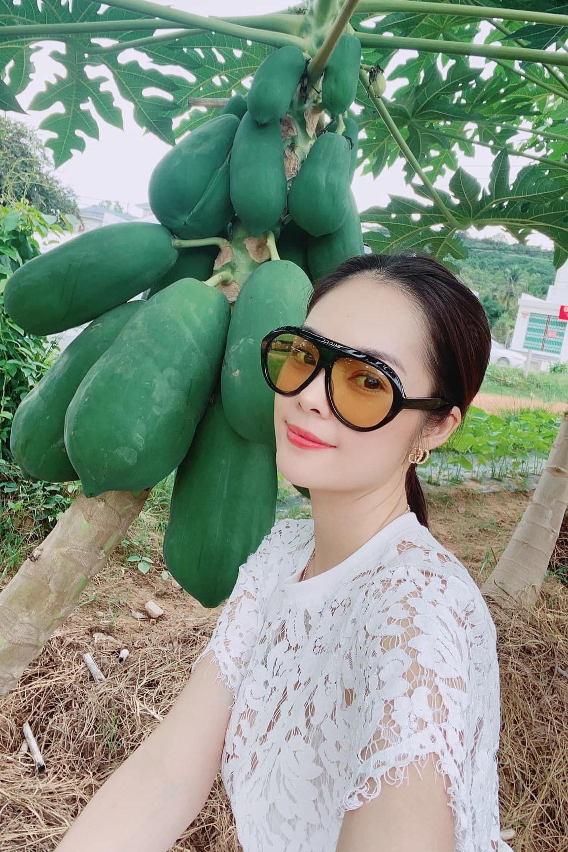 Hồ Ngọc Hà xinh đẹp bên Kim Lý