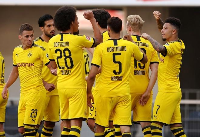 Sancho lập hat-trick, Dortmund thắng bằng ván tennis