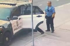 Lộ video George Floyd vật lộn với cảnh sát trước khi chết
