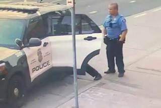 Lộ video George Floyd vận lộn với cảnh sát trước khi chết