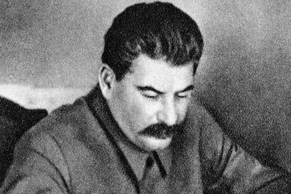 Hé lộ hai lần Stalin 'tha' cho trùm phát xít Hitler