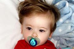 Bé 1 tuổi phát hiện mắc ung thư nhờ cảm giác đau đớn mỗi khi chải tóc