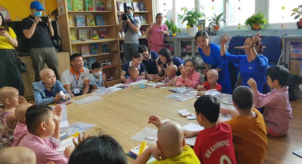 Lớp học đặc biệt ngay tại bệnh viện cho bệnh nhi ung thư