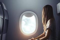 Vì sao khi máy bay cất cánh và hạ cánh phải mở tấm che cửa sổ?