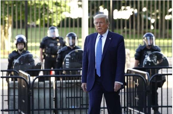 Bên trong nơi trú ẩn của ông Trump ở Nhà Trắng