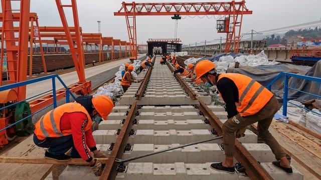 Chi quá nhiều cho việc xây đập, Lào nợ Trung Quốc ngày càng nhiều