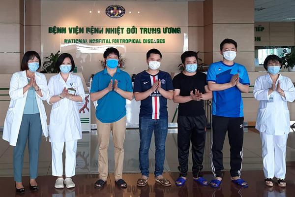 Thêm 5 người khỏi Covid-19, Việt Nam chữa khỏi 298 ca