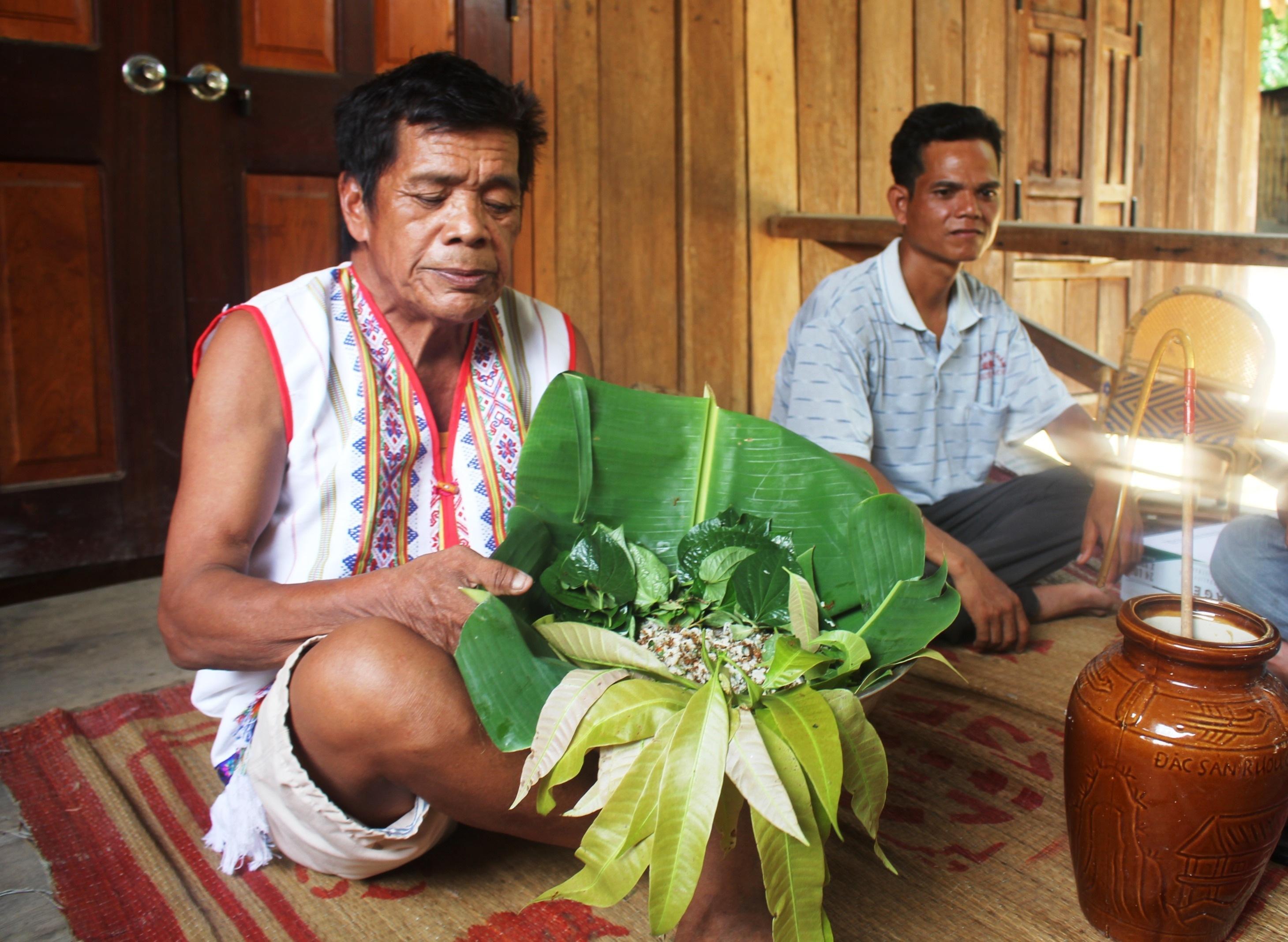 Visit Kon Tum to try ant-fish salad - exclusive dish of Ro Mam ethnic