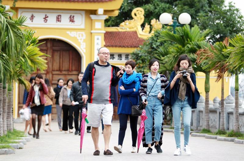 Chẳng cần mơ xa, hãy học hỏi và bám đuổi Thái Lan, Malaysia