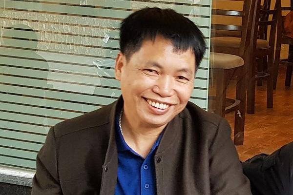 Nhà văn Đặng Vương Hưng giao lưu tại Hội sách trực tuyến quốc gia