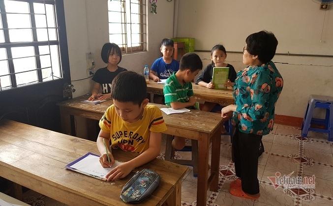 Cô giáo cao 1m30 và hành trình 20 năm dạy tiếng Anh cho học trò nghèo